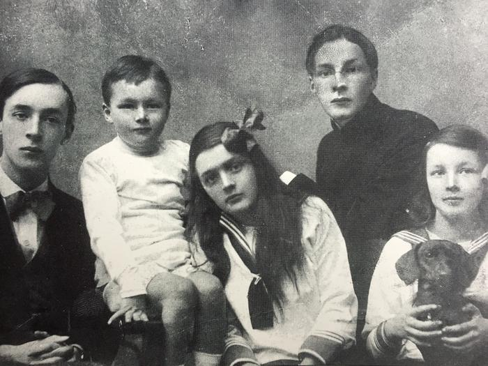 From left to right: VN, Kirill, Olga, Sergey, and Elena. The dachshund is Box II. © The Vladimir Nabokov Literary Foundation.